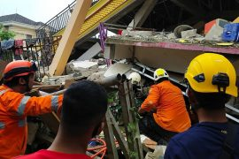Indonesia earthquake kills dozens and injures hundreds